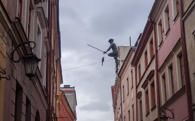 Уже не первый раз в Польше нам попадаются такие человечки