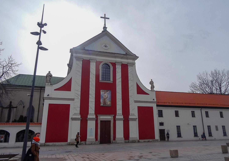Костел Святых Петра и Павла днем