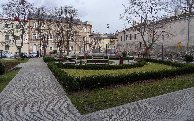 Сквер рядом с дворцом