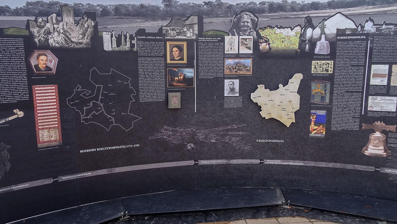 Информационные стенды на Литовской площади