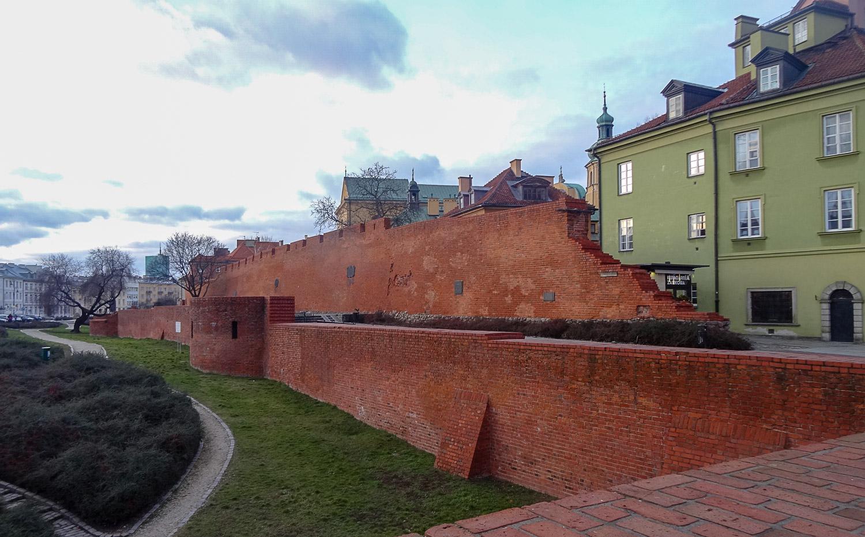 Часть стены