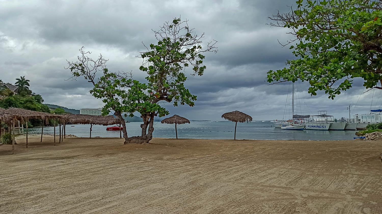 Пляж Махогани