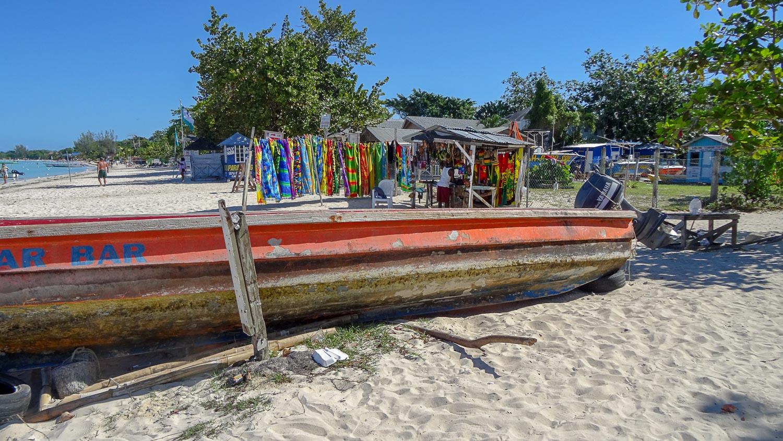 Старые лодки... Но она действующая!