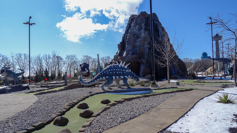 Гольф с динозаврами