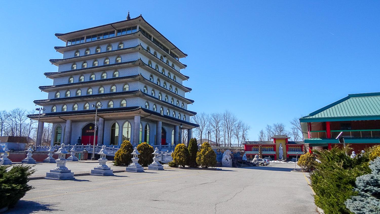 Храм Десяти тысяч Будд