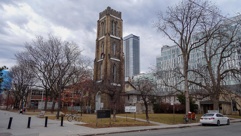 Церковная башня Св. Георгия (мученика) в парке Grange