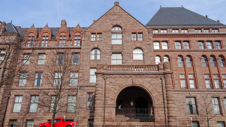 Legislative Offices - в этом здании расположены различные государственные учреждения (законодательное собрание, библиотека и др.)