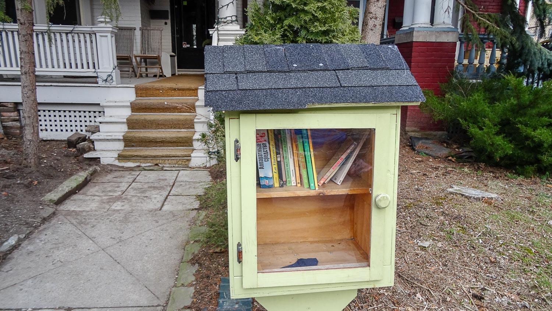 Домик для обмена книгами