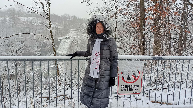 С водопадом Альбион