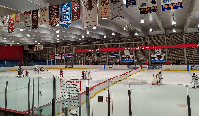 Но тут сегодня хоккей