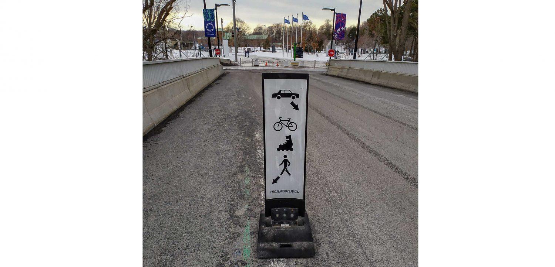 Вот такие знаки на мосту