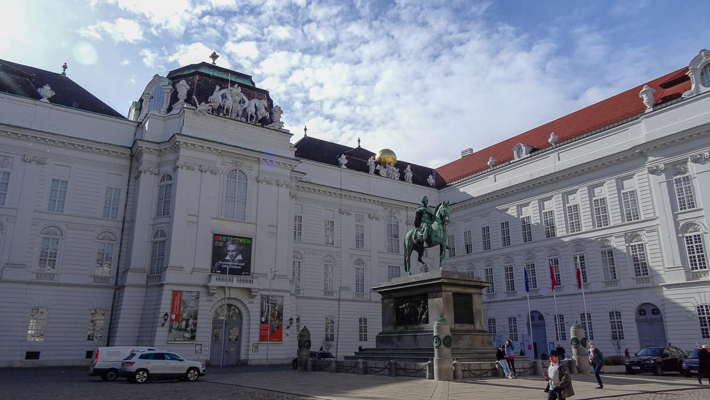 Площадь Иосифа и Национальная библиотека Австрии