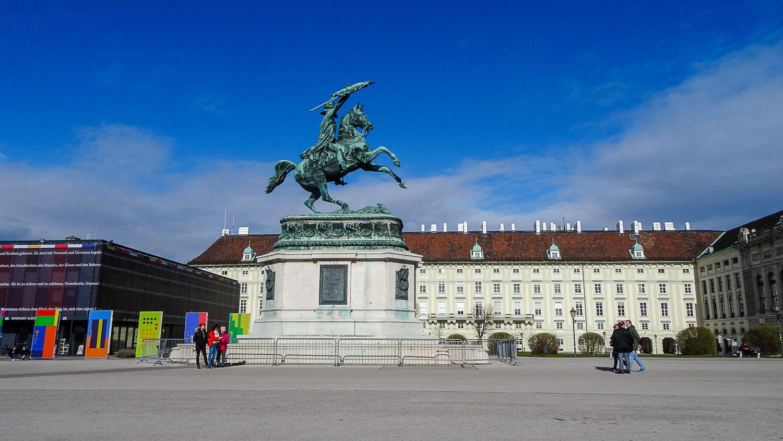 Конная статуя эрцгерцога на Хельденплац