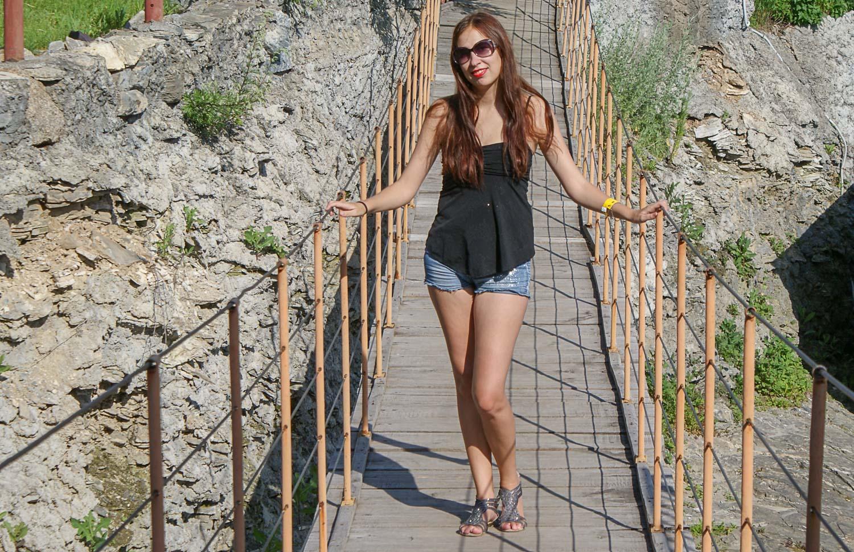 На подвесном мосту
