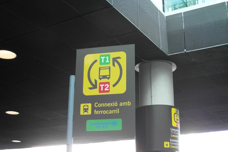 Остановка шаттла в аэропорту Барселоны