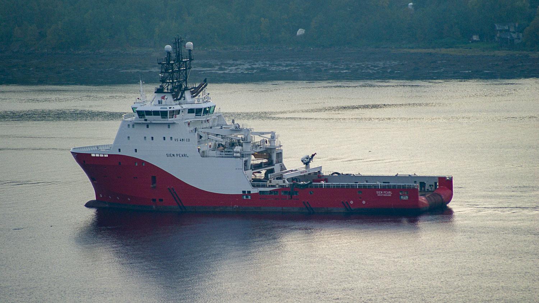 Корабль направляется к порту