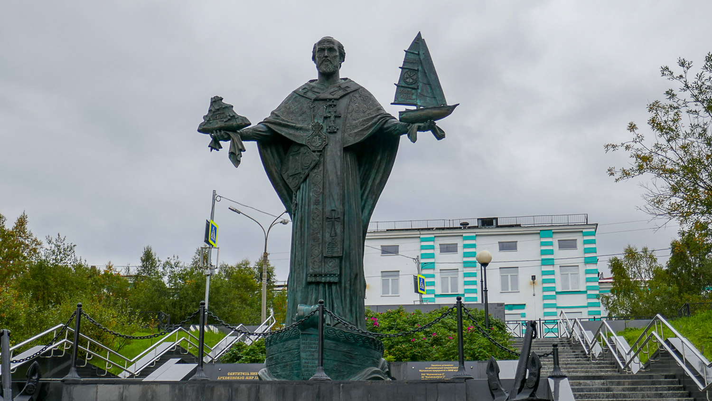 Монумент Николаю Чудотворцу Мирликийскому