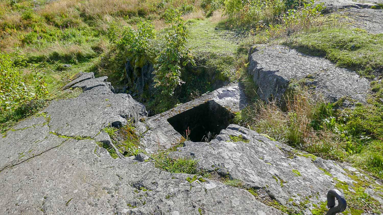 Вырубленные в скалах укрепления были неплохо замаскированы