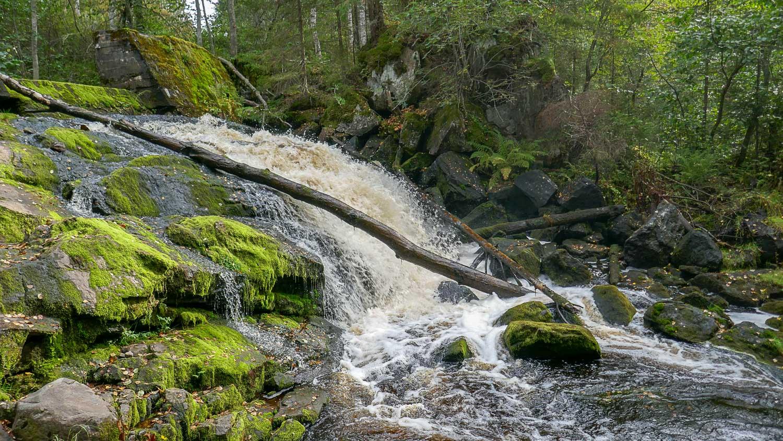 Водопад расположен на реке Хихнийоки