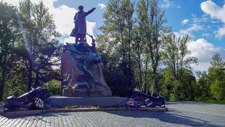 Памятник адмиралу Степану Макарову
