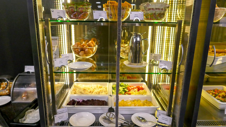 Еще холодильник с едой