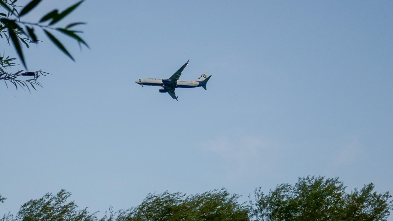 Самолеты даже сейчас садятся довольно часто