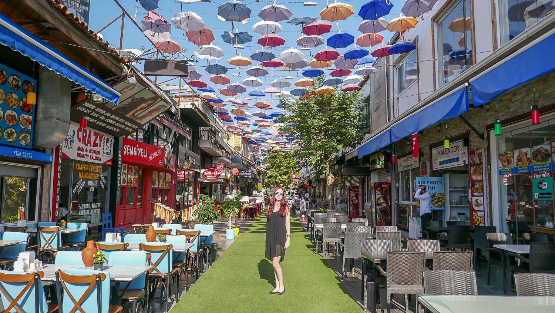 Улица с зонтиками