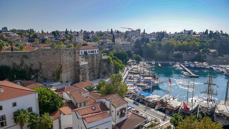 Вид на порт и город