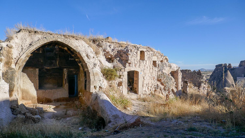 Еще жилье в скалах