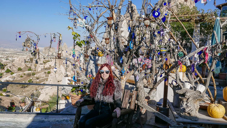 Под типичным турецким деревом