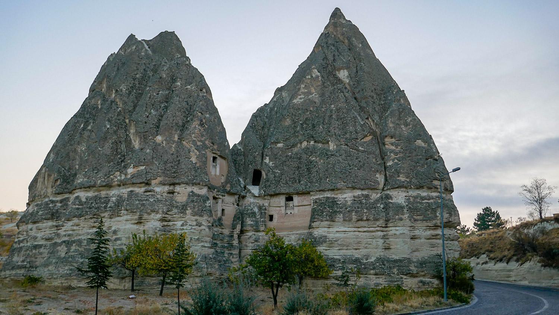 Гигантские туфовые скалы
