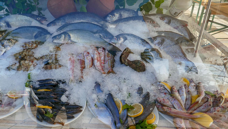 Свежая рыба и морепродукты