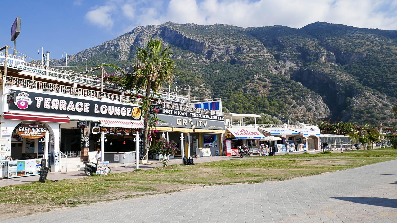 Магазинчики неподалеку от пляжа