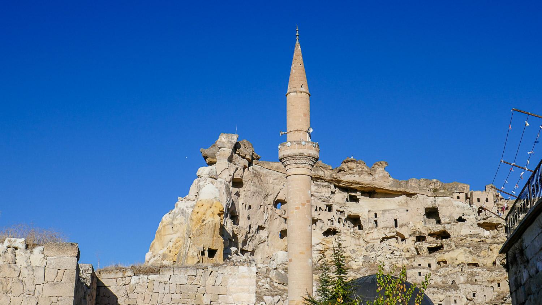 Мечеть и необычные скалы в Чавушине