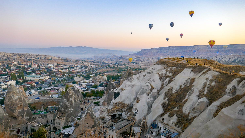 Воздушные шары над городом...