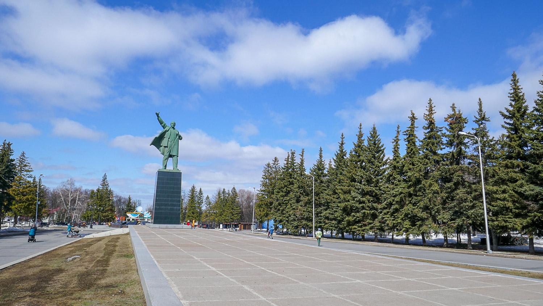 Памятник Ленину на одноименной площади