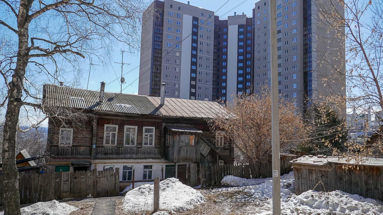 Старые дома соседствуют с новыми