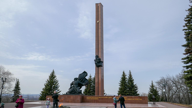 Вечный огонь, памятник Александру Матросову и Миннигали Губайдуллину