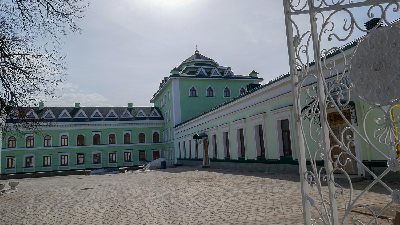 Двор мечети