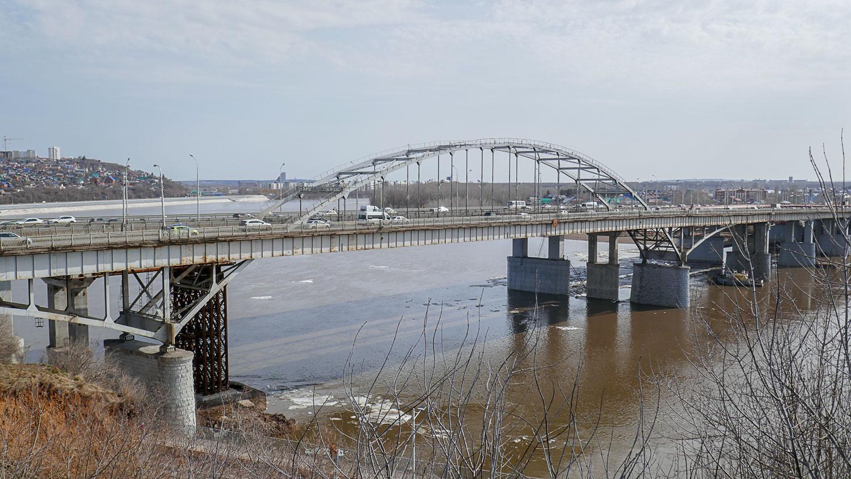 Вид на реку Белую с подвесного моста