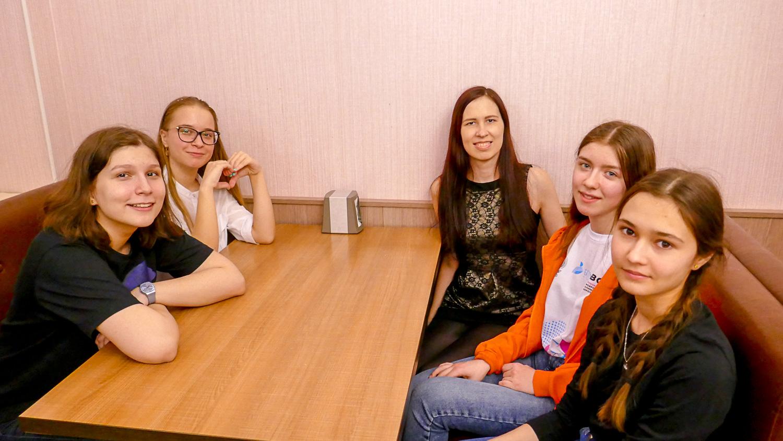 Варя, Элина, я, Аня и Тася