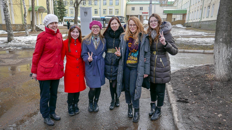 Полина, Настя, Элина, я, Даша и Даша