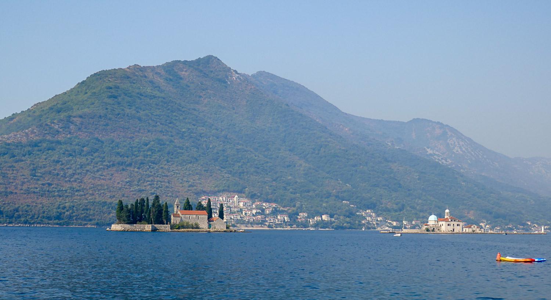 Вид на остров Святого Георгия и остров Госпа-од-Шкрпьела