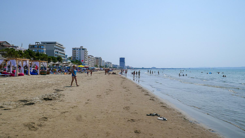 Пляж огромный