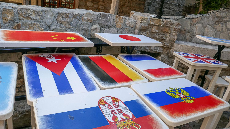 Столики-флаги