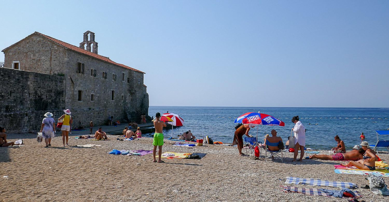 Пляж около старого города