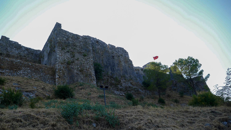 Старые стены (простите, что против солнца)