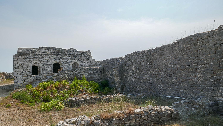Этим стенам много веков!