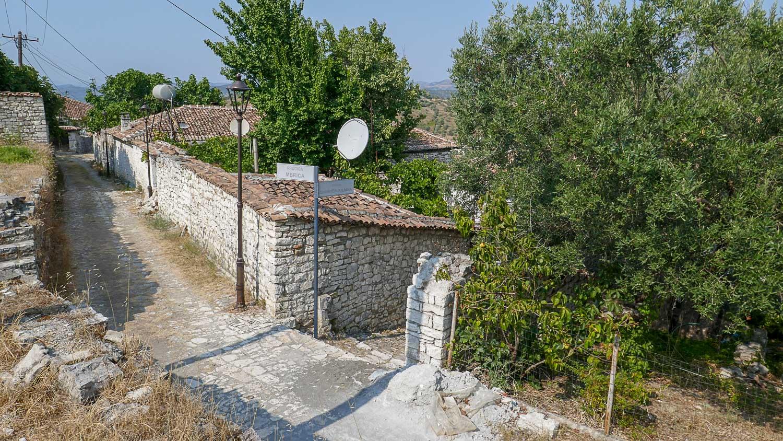 Сверху можно рассмотреть дома на территории крепости