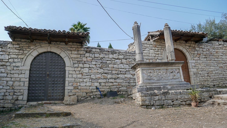 Старые колонны
